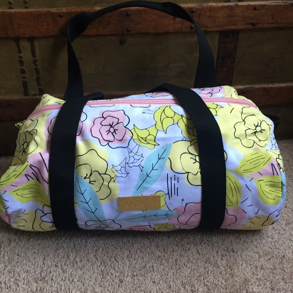 NEW BENEFIT FLORAL DUFFEL BAG 2c9431ee8ce33